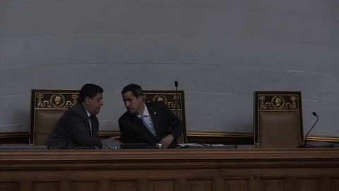 Parlamento ofrece amnistía a militares que desconozcan a Maduro
