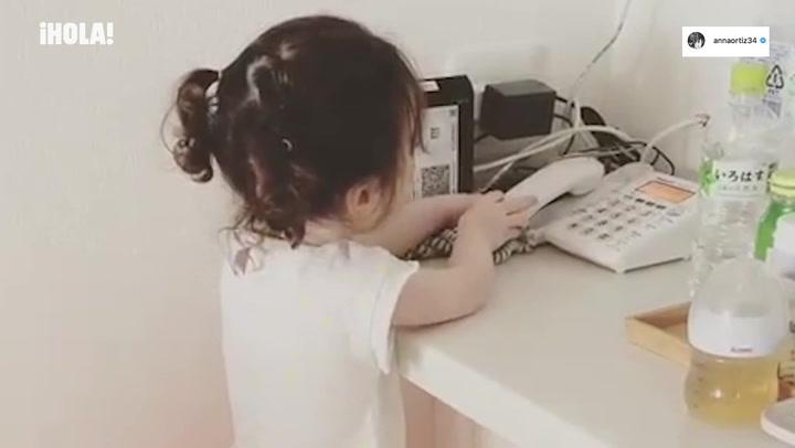 \'Papá, ¿puedes venir a jugar?\', la llamada telefónica más adorable de la hija de Andrés Iniesta