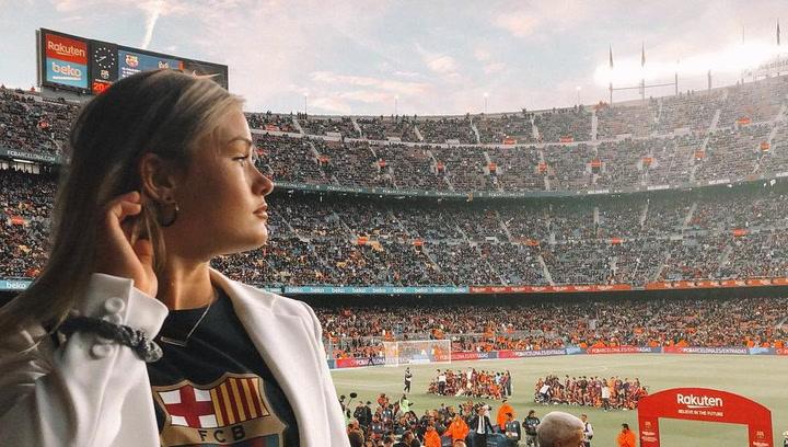 La novia de De Jong, una más en la celebración del Barça en el Camp Nou