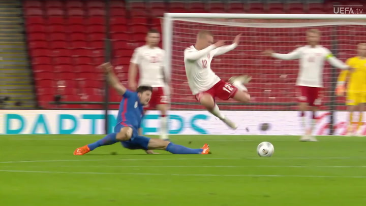 ¡Maguire, expulsado en Wembley por dos hachazos terroríficos!