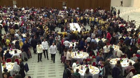 El papa recibe para un almuerzo a 1.500 pobres