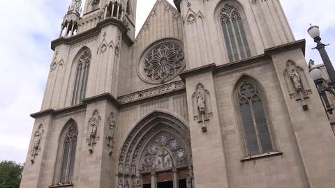Católicos reaccionan luego de renuncia de un obispo investigado