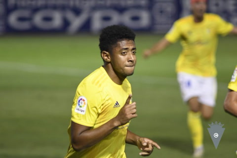 Choco Lozano le dio el triunfo al Cádiz con golazo de cabeza