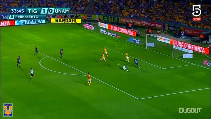 Nahuel Guzmán's one on one save vs Pumas
