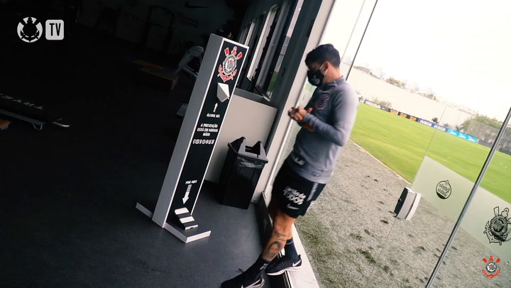 Physical strength exercises at Corinthians training