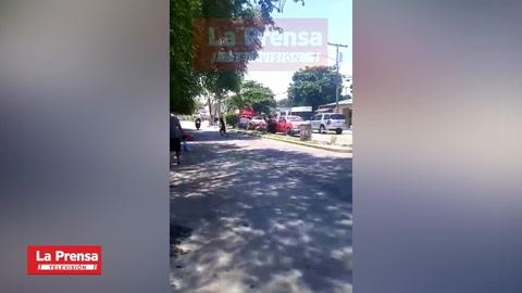 Motociclista embiste a persona que se atraviesa en carrera en La Lima