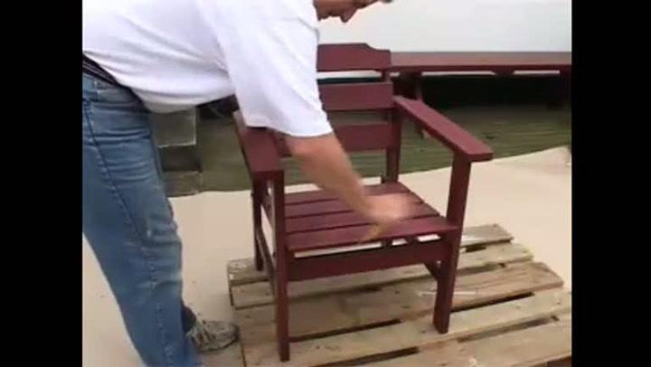 Hvordan male gamle hagemøbler