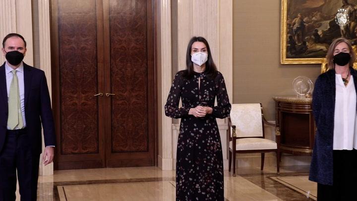 Doña Letizia rescata el vestido \'confeti\' que rompió una tradición