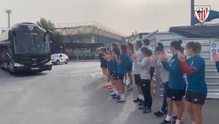 El Athletic parte hacia Sevilla respaldado por sus aficionados