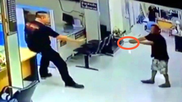 Knivmann truet politiet - Betjent hylles for sin reaksjon