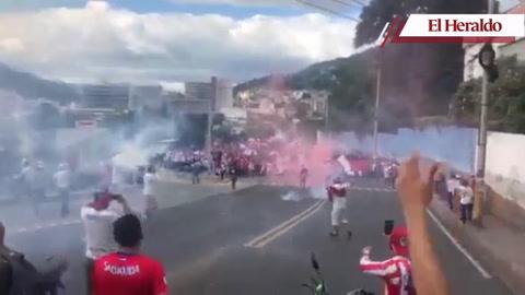 La imponente y acostumbrada llegada de la Ultra Fiel al Nacional