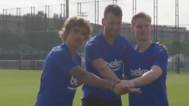 Bienvenida a Griezmann, De Jong y Neto en el primer entrenamiento