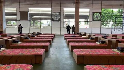 Casi 2.000 camas de cartón para hospital covid del aeropuerto de Tailandia