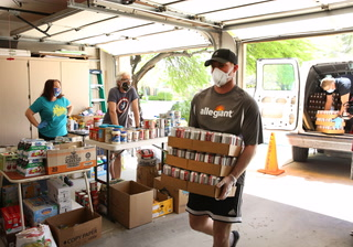 Allegiant Air Donates food and drinks to Vegas Community Pantry – VIDEO