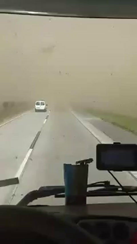 A ciegas: así circulaban por la autopista a Córdoba en plena tormenta de viento