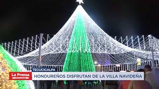 Hondureños disfrutan de lavilla navideña en Tegucigalpa