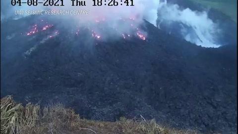 Miles de personas evacuadas tras erupción de volcán de isla caribeña San Vicente