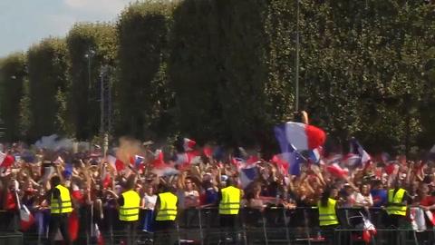 Así vivió la afición el pitazo final que dio la Copa a Francia