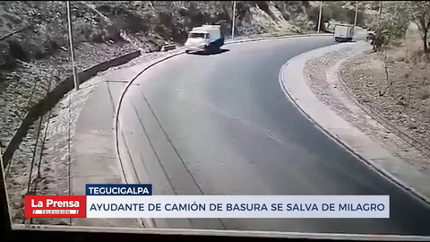 Ayudante de camión de basura se salva de milagro
