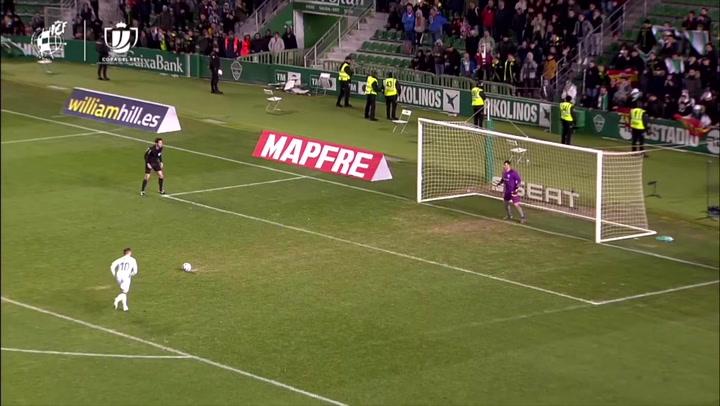 Elche - Athletic Bilbao. Herrerín detiene un penalti en la tanda a Iván Sánchez