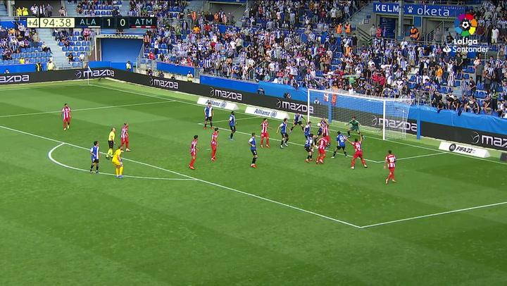 El Atlético reclamó un penalti por mano en la última jugada del partido