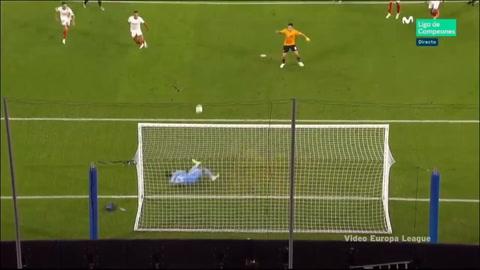 Mexicano Raúl Jiménez falló increíblemente penal frente al Sevilla