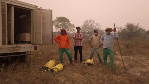 Presos ayudan a combatir incendios en el Pantanal brasileño