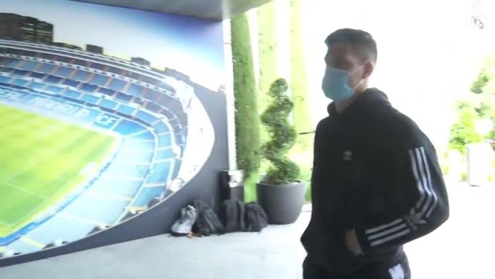 Luka Jovic acudió la Ciudad Deportiva para ver el estado de su lesión