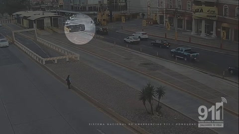 Video del 911 muestra volcamiento de bus escolar