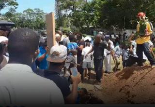 ¡Doloroso adiós al Pery! Sepultan en La Ceiba los restos del exfutbolista Walter Martínez