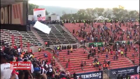 Violencia e invasión a la cancha en el partido Querétaro-Atlético San Luis
