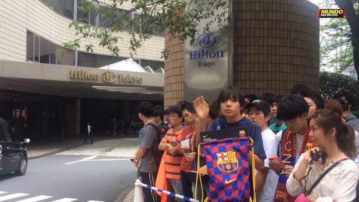 El caluroso recibimiento al Barça en Tokio