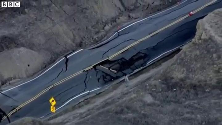 Aardverschuivingen duwen weg omhoog in Californië