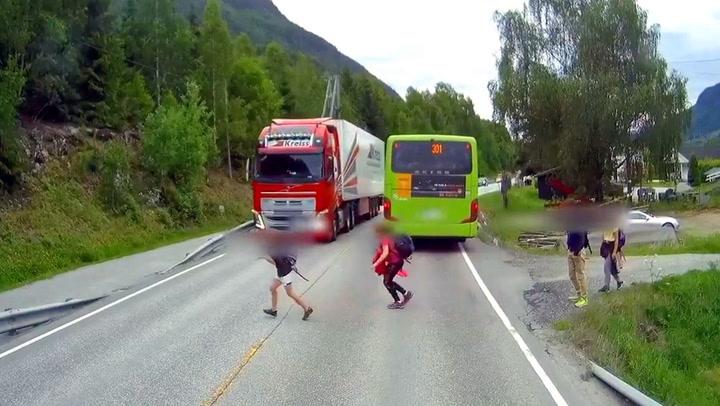 Tor-Bjørn så lastebilen - det gjorde ikke barna