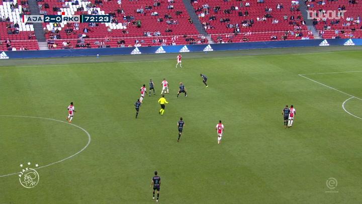 Lisandro Martínez finaliza una gran jugada colectiva del Ajax