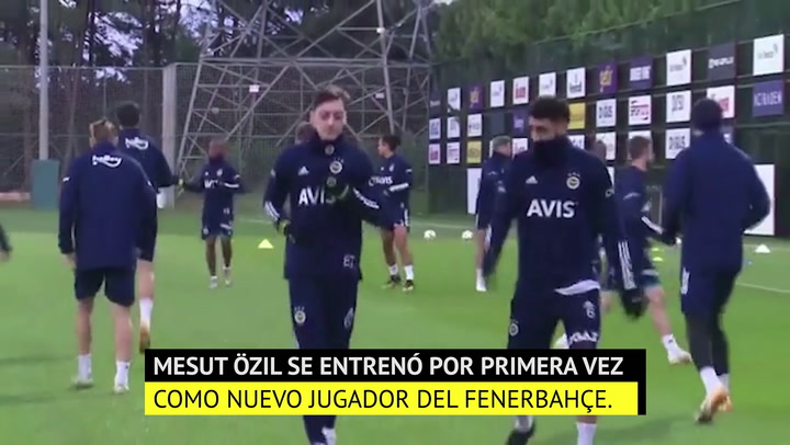 Mesut Özil ya se entrena con el Fenerbahçe