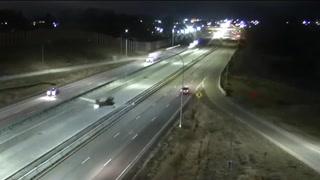 Avioneta hace aterrizaje nocturno en autopista de Estados Unidos