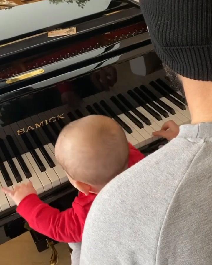 Isco Alarcón, un profesor de piano de lujo para su hijo Theo