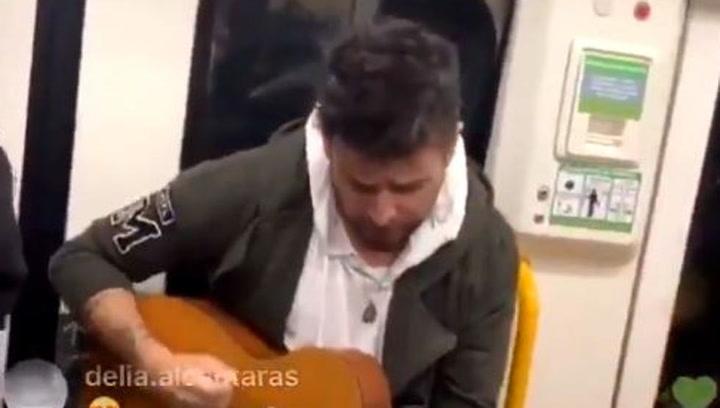 Pablo Lopez toca en el metro de Madrid
