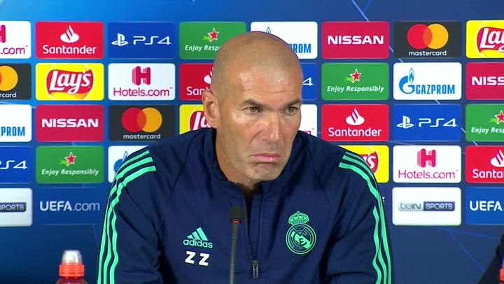 """Zidane: """"Yo quiero estar aquí siempre. La situación ya la conocemos. Preguntad a otro"""""""
