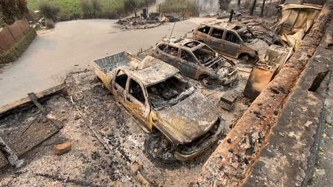 Decenas de miles de evacuados por incendios en zona de viñedos de California