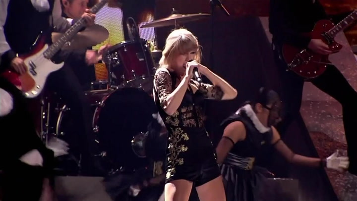 """Taylor Swift Performs """"Trouble"""" At The 2013 BRIT Awards"""