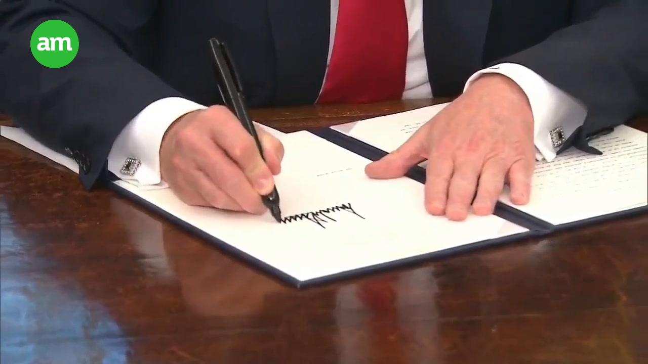 Trump se rinde, firma convenio para no separar familias