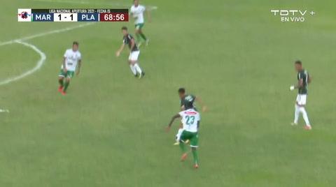 Cristian Cálix anotó un golazo al Platense