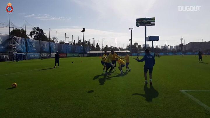 En el entrenamiento: Ejercicio de habilidad con el RCD Espanyol