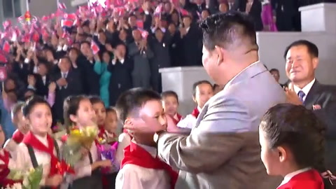 Corea del Norte organiza un desfile sin misiles para el aniversario de su creación