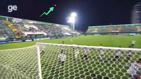 Movimiento extraño de pelota en estadio de Brasil se vuelve viral