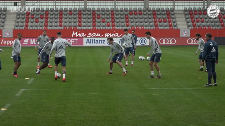 Bayern practice their rondos after Bundesliga restart