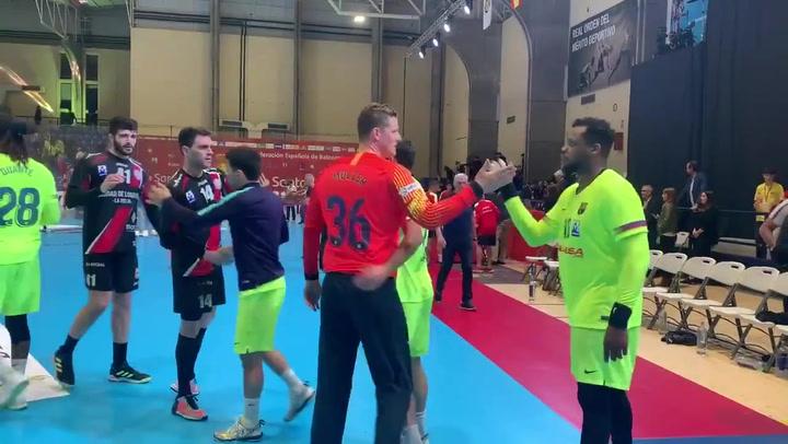 Los jugadores del Barça de balonmano celebran el pase a la final de Copa