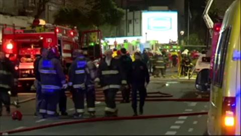 Dos bomberos muertos y 15 heridos al explotar perfumería en Argentina
